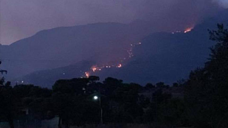 Δύσκολη νύχτα στο Λουτράκι: Εκκενώθηκαν μοναστήρια – Στη μάχη με τις φλόγες κι ο στρατός