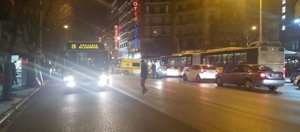 Συμπλοκή αλλοδαπών μέσα σε λεωφορείο στη Θεσσαλονίκη – Εντρομοι οι επιβάτες έτρεχαν να σωθούν (φωτό)