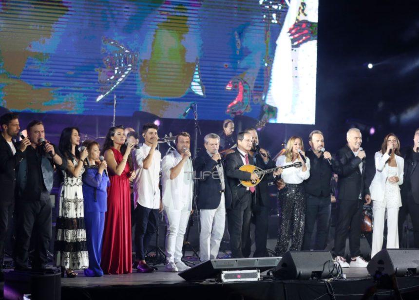 Συγκίνηση στη συναυλία «Όλοι μαζί μπορούμε»! Αποχαιρέτησαν τον Λ. Μαχαιρίτσα τραγουδώντας «Και τι ζητάω» [video]