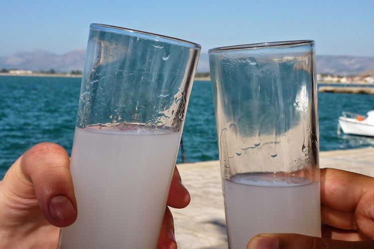 Οι Έλληνες δεν είναι τα «πιο γερά ποτήρια» της Ευρώπης