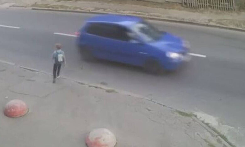 Αμάξι χτύπησε παιδάκι: Αδιανόητο αυτό που συνέβη μετά (video)