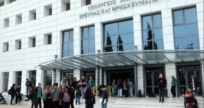 Το υπουργείο Παιδείας για τις εγγραφές των πρωτοετών στα Πανεπιστήμια