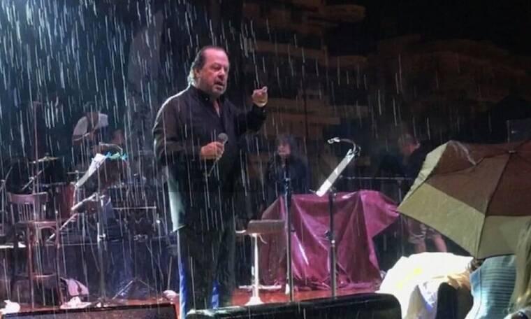 Γιάννης Πάριος: Διακόπηκε η συναυλία του- Η έντονη λογομαχία του με τον Δήμαρχο! Τι συνέβη; (Video)