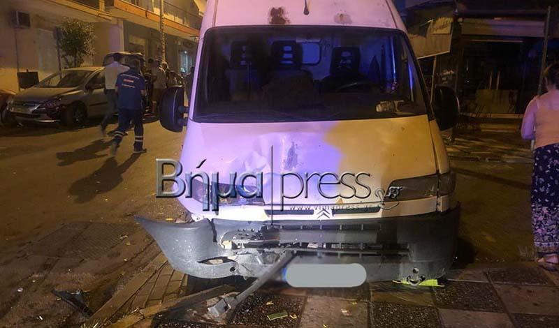 Τώρα στη Θεσσαλονίκη: Σοκαριστικό τροχαίο ατύχημα στη Πολίχνη- Φορτηγό παρέσυρε 2 αυτοκίνητα