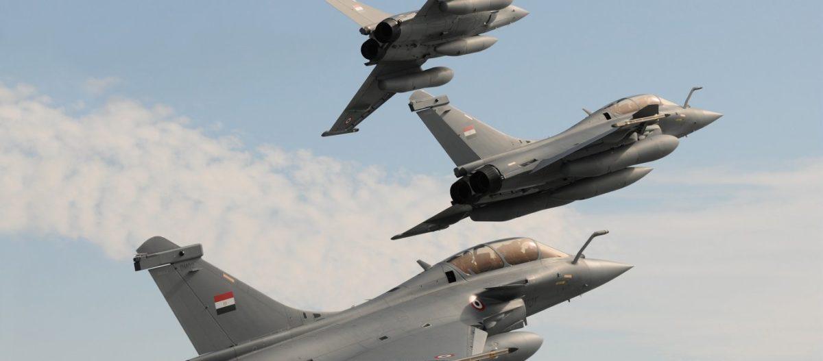 Αιγυπτιακά Rafale & drones των ΗΑΕ σφυροκοπούν τουρκικές βάσεις στην Λιβύη – Ρωσική «απόβαση» τελειώνει τον GNA