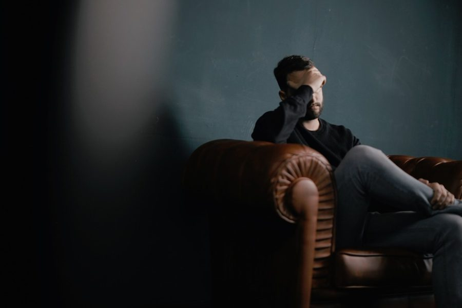 Η Ελληνική Εταιρεία Κεφαλαλγίας απεφάνθη: Με το ξεμάτιασμα δεν περνά ο πονοκέφαλος