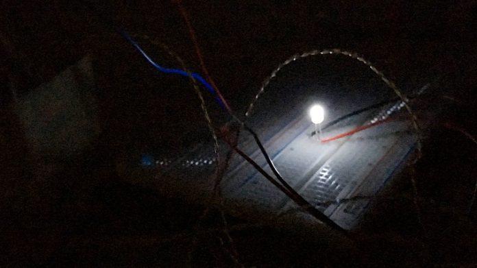 Νυχτερινό φωτοβολταϊκό παράγει ηλεκτρικό ρεύμα τη νύχτα