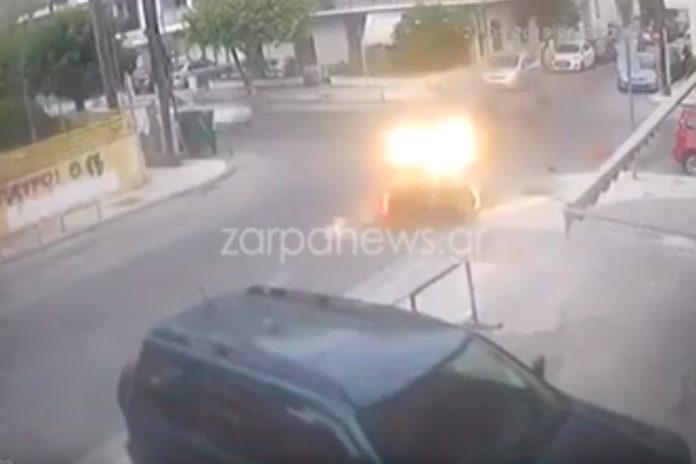 Βίντεο-ντοκουμέντο από τροχαίο στα Χανιά: Η στιγμή που αυτοκίνητο χτυπάει μηχανάκι και εξαφανίζεται…