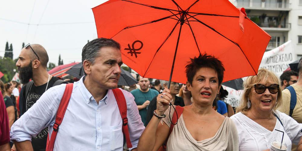 Άγριο κράξιμο της ΑΔΕΔΥ στον Τσακαλώτο που «ξέχασε» τα έργα του και πήγε στο συλλαλητήριο της Τρίτης