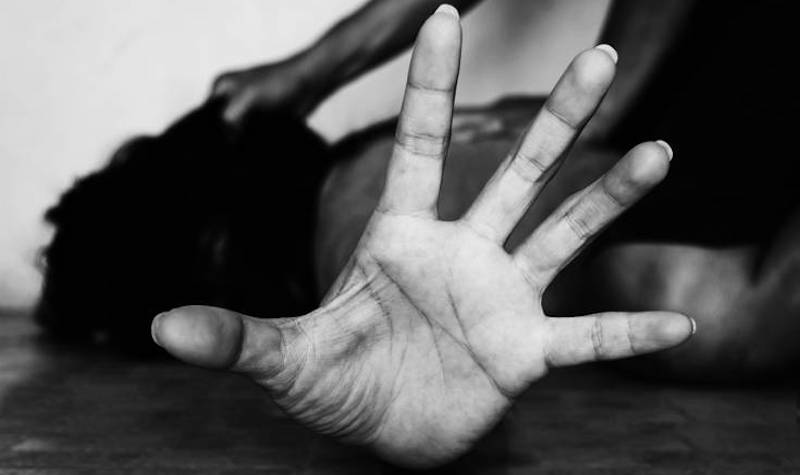 Φρίκη! Βίασαν 25χρονη προκαλώντας της αιμορραγία και πανηγύριζαν! (Video)
