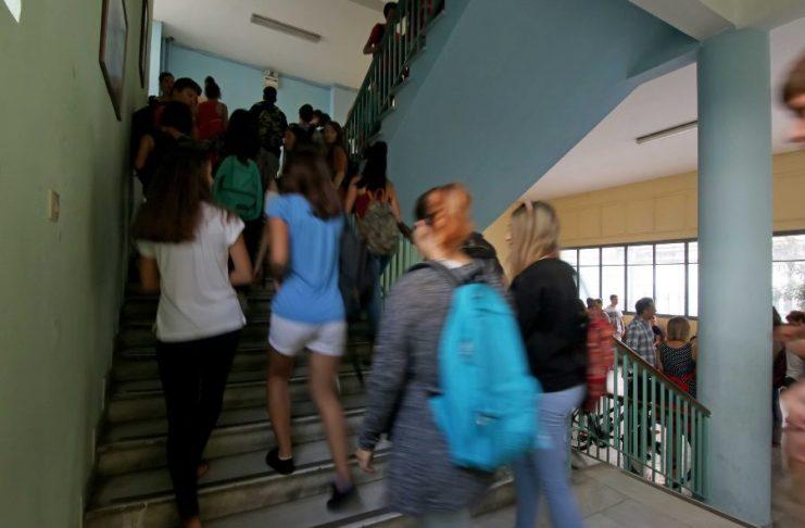 Επίθεση καθηγητή σε μαθητή στη Μεταμόρφωση: «Αν έρθεις αύριο θα σε σφάξω» – Βρέθηκε με σουγιά (video)