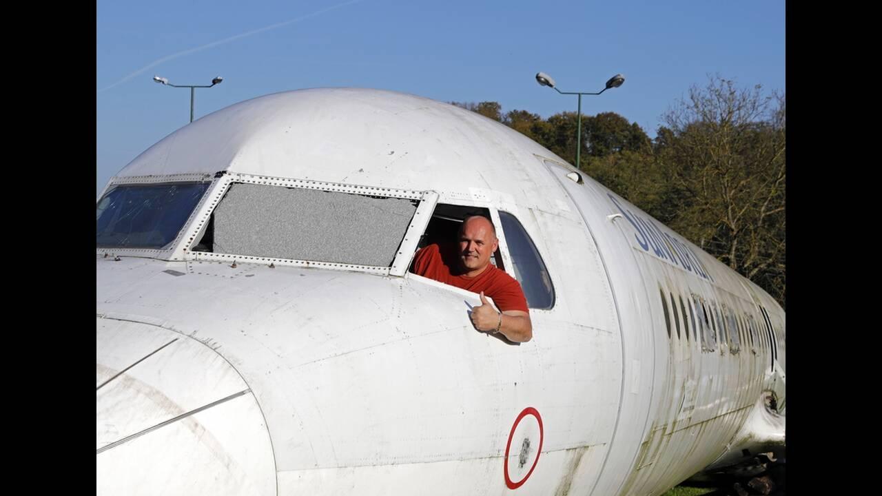 Τι γυρεύει το κουφάρι ενός αεροσκάφους στον κήπο ενός Κροάτη;