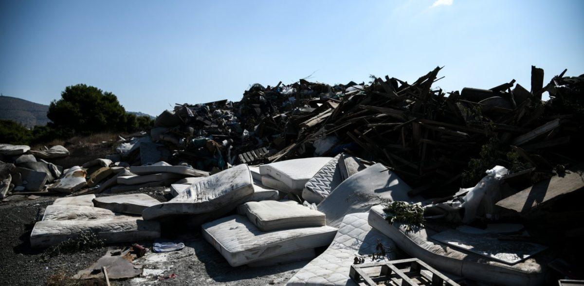 Η απεργία στην καθαριότητα γέμισε με σκουπίδια την Αθήνα (vid)