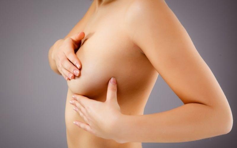 Ερυθρότητα μαστού: Για ποιες παθήσεις προειδοποιεί