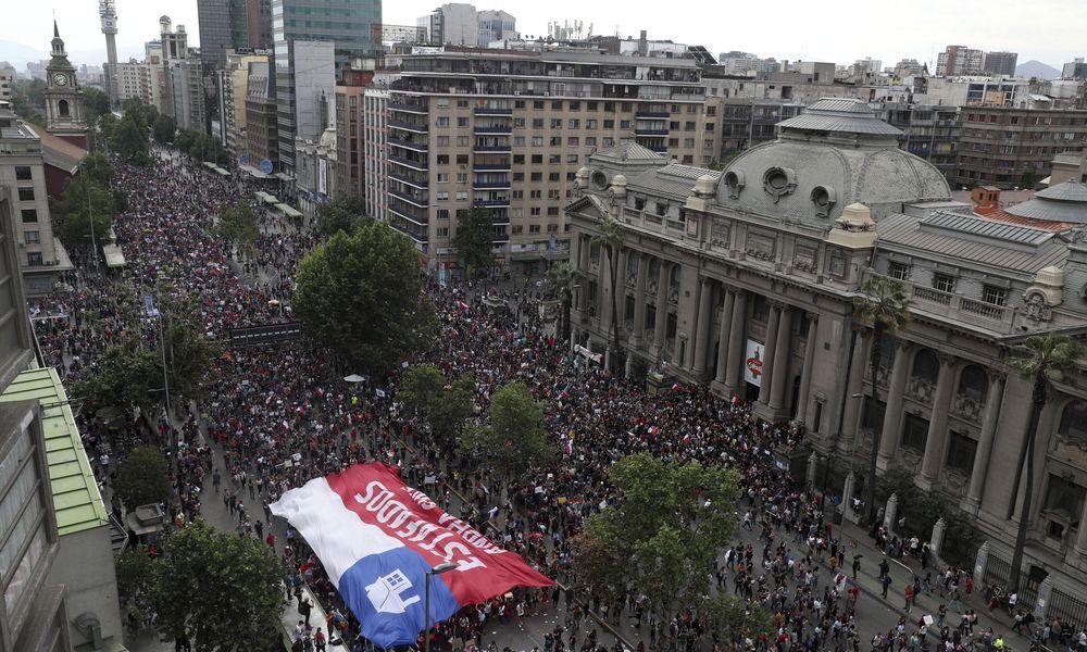 Σαντιάγκο: Ένα εκατομμύριο στους δρόμους – Λάβαμε το μήνυμα, απάντησε ο Πινιέρα (Photos+Video)