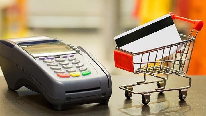"""Η """"παγίδα"""" με τις e- αποδείξεις – Πέναλτι από την εφορία για όσους δεν πιάνουν το όριο δαπανών με κάρτα"""
