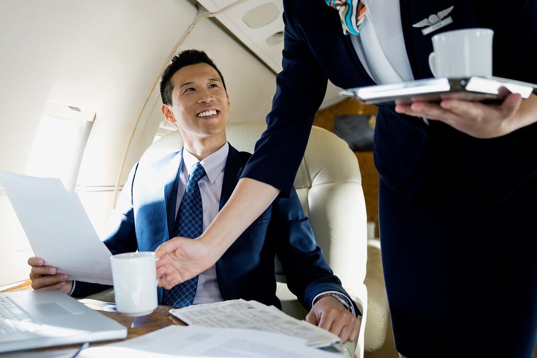 Για αυτό δεν πρέπει να πίνεις καφέ στο αεροπλάνο