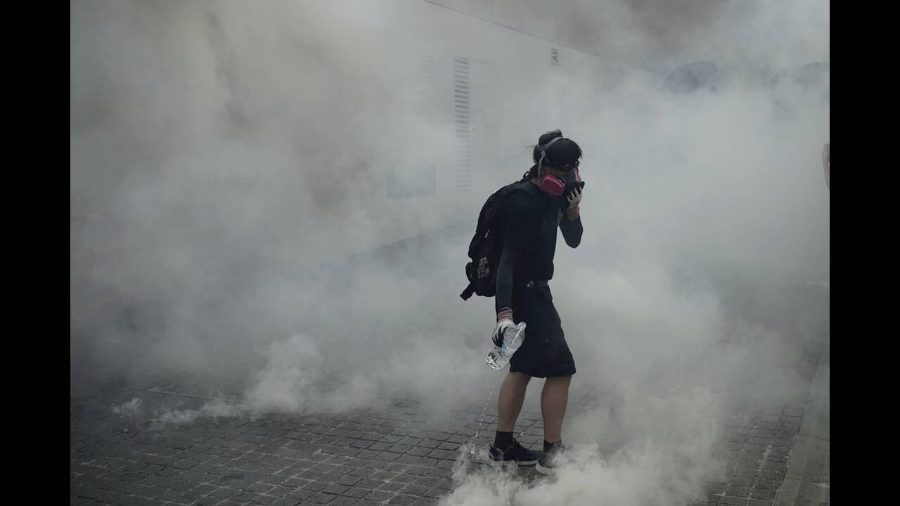 Χονγκ Κονγκ: Ταξιτζής πέφτει σε πλήθος διαδηλωτών – Σκηνές χάους