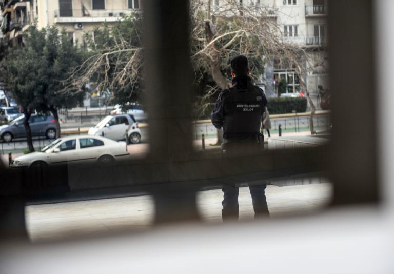 Τα βρήκε… σκούρα αστυνομικός – «Έπεσε» σε γνώστη πολεμικών τεχνών!