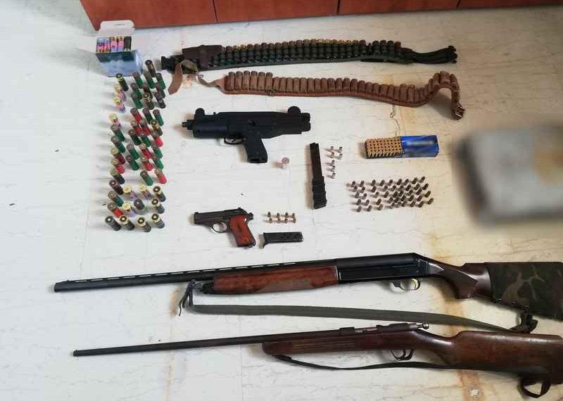 """Έκρυβαν όπλα στο σπίτι και στο χωράφι – Χειροπέδες σε """"3"""" στο Μαλεβίζι"""