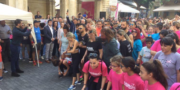 Εκατοντάδες έτρεξαν στο Ηράκλειο κατά του καρκίνου του μαστού