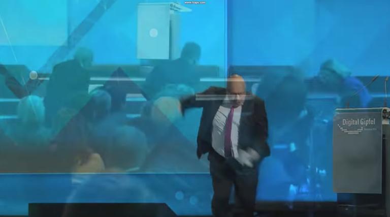 Η στιγμή που ο υπουργός Οικονομίας της Γερμανίας πέφτει και μένει αναίσθητος! [video]