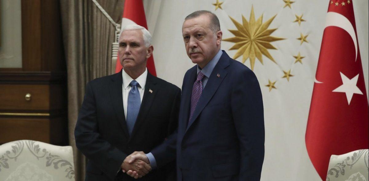 Το «παγωμένο» βλέμμα Πενς – Ερντογάν στη συνάντησή τους στην Άγκυρα (pics)