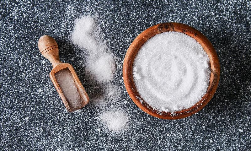 9 σημάδια στο σώμα σας που δείχνουν ότι τρώτε πολύ αλάτι (video)