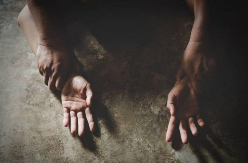 """Σαλαμίνα: Έλυσε τη σιωπή της η 19χρονη για τον ομαδικό βιασμό της – """"Έκλαιγα και τους παρακαλούσα"""" – video"""