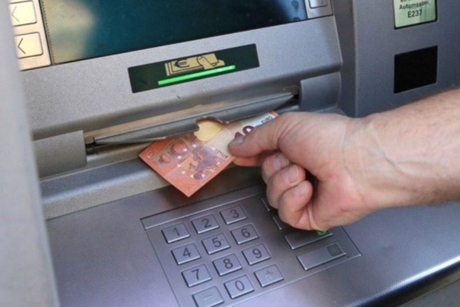 Αυτές είναι οι νέες χρεώσεις των τραπεζών