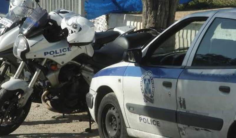 Θεσσαλονίκη: Τσεκούρια, ρόπαλα και σιδερόβεργες βρίκε η ΕΛ.ΑΣ. σε συνδέσμους οπαδών