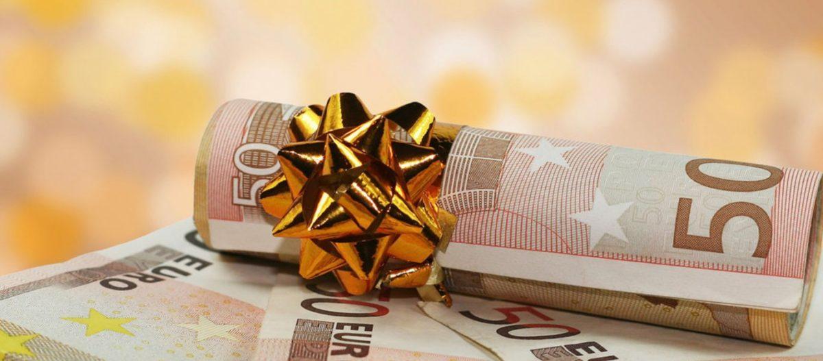 Δίνεται δώρο Χριστουγέννων: Ποιοι το δικαιούνται και πόσα χρήματα θα πάρουν