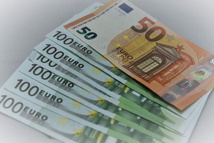 Πόσα πληρώνουν τελικά οι Έλληνες για προμήθειες στις τράπεζες