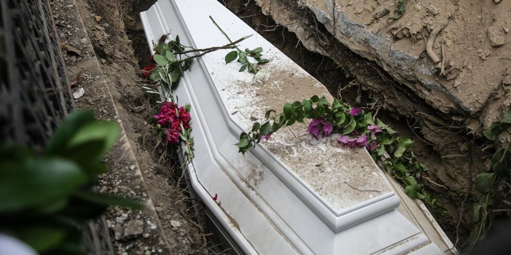 Ζευγάρι από την Καβάλα κήδεψε τα δύο πλούσια αδέρφια που ήταν στα αζήτητα από τον Αύγουστο στο Βόλο