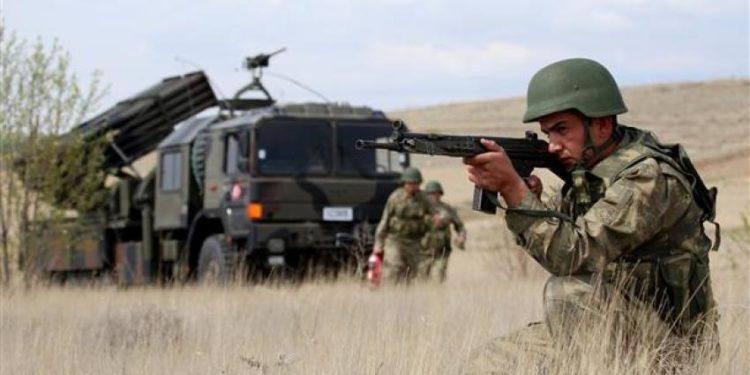 Η Τουρκία ενισχύει τα στρατεύματα στα σύνορα με τη Συρία [βίντεο]