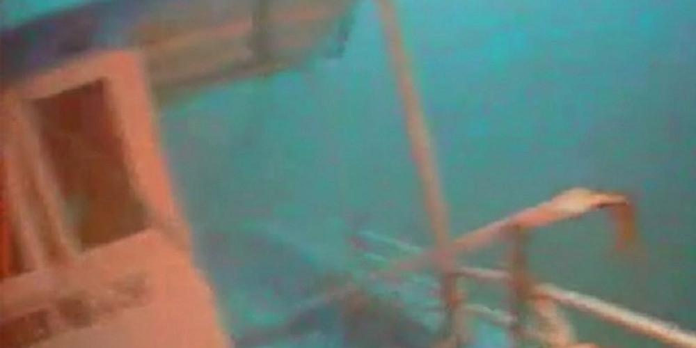 Σοκ: Δύτης βρήκε νεκρή μία μητέρα αγκαλιά με το μωρό της στο βυθό της Μεσογείου