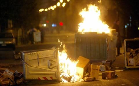 Φωτιά σε κάδους και αυτοκίνητο τη νύχτα στο Ηράκλειο