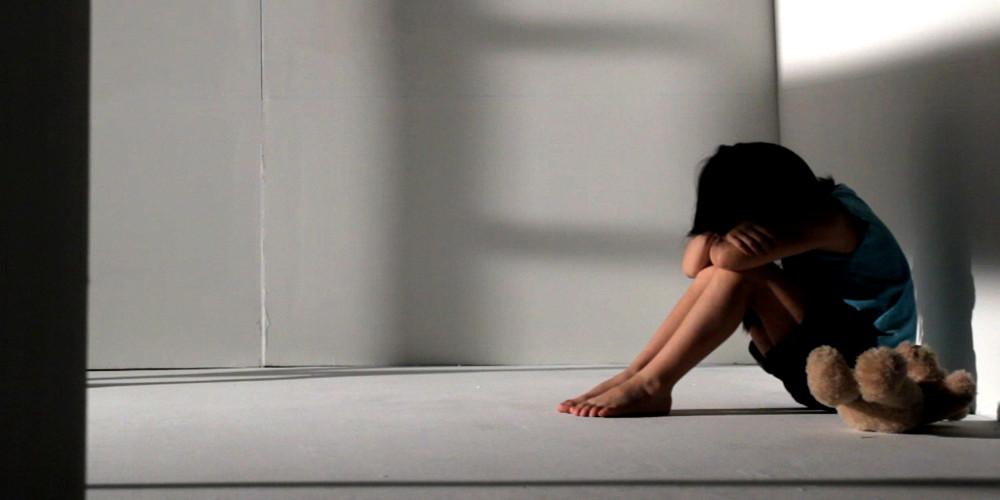 Φρίκη στη Λέρο: Στην φυλακή οι γονείς που βίαζαν τα τρία παιδιά τους!