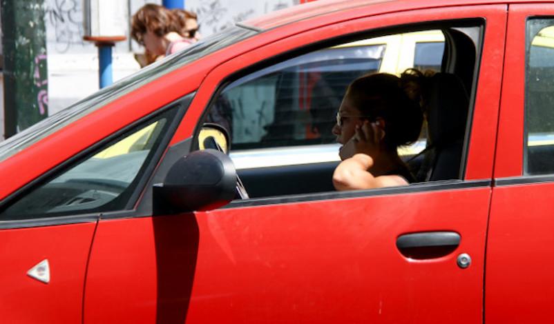 Οδηγοί, προσοχή στη χρήση κινητού! -Πότε επιτρέπεται, τι ισχύει για το handsfree