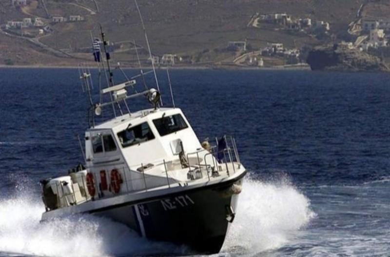 Στιγμές αγωνίας: Βούλιαξε σκάφος με 7 επιβαίνοντες