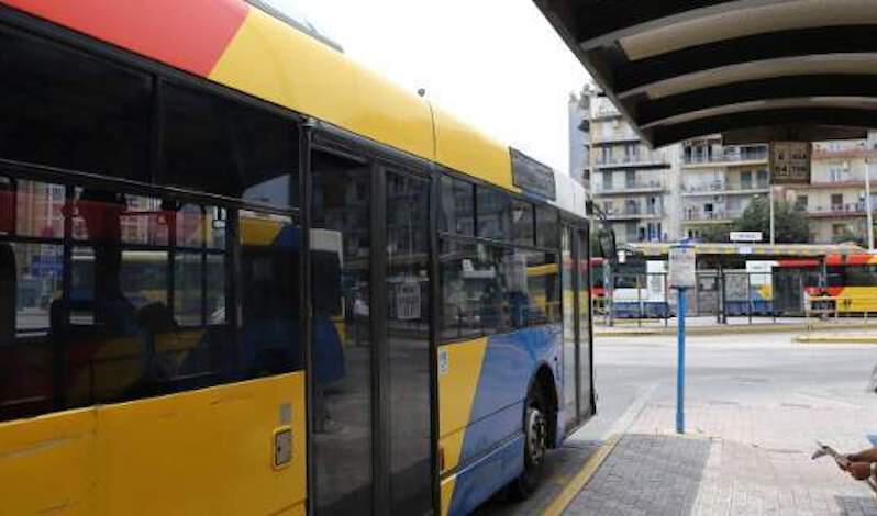 ΣΟΚ: Αυνανίστηκε σε λεωφορείο του ΟΑΣΘ και λέρωσε κοπέλα