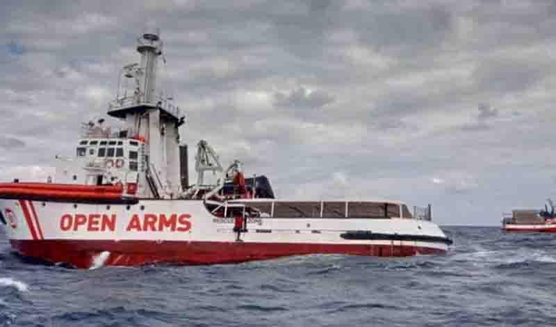 Καζάνι που βράζει η Λέσβος: Κάτοικοι εμπόδισαν το πλοίο OPEN ARMS να φθάσει στο λιμάνι