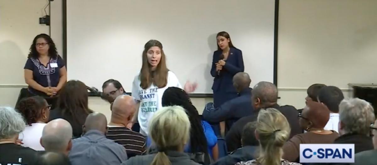 Απίστευτο: Ακτιβίστρια λέει σε βουλευτή των Δημοκρατικών πως για να σωθεί ο πλανήτης πρέπει… «να τρώμε μωρά» (βίντεο)!