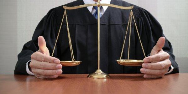 Ταϊλάνδη: Δικαστής αθώωσε κατηγορούμενους και αυτοπυροβολήθηκε