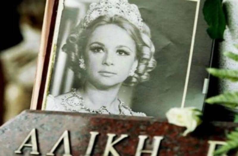 Νεκρή και άβαφη στο νεκροκρέβατο η Αλίκη Βουγιουκλάκη! Εικόνα σοκ!