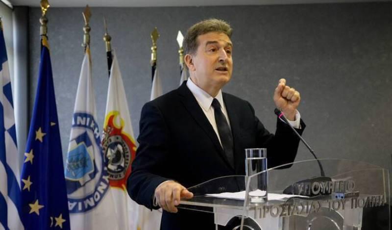 Τη δυσαρέσκιά του εξέφρασε ο Χρυσοχοΐδης για την εγκληματικότητα στους στρατηγούς της ΕΛ.ΑΣ – Νέο σχέδιο