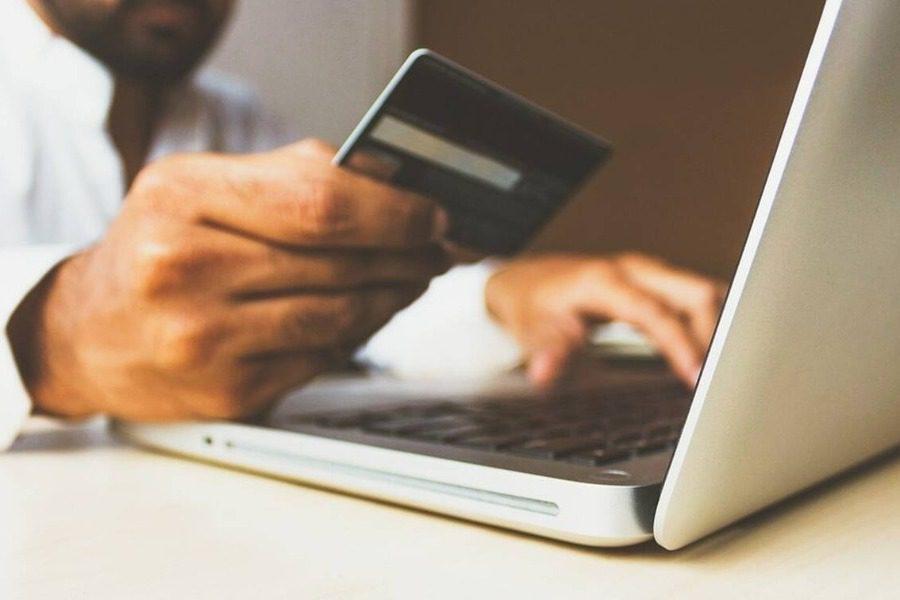 Λαβράκι της ΑΑΔΕ: Δήλωνε καφετζής κι έκανε τζίρο στο ιντερνετ 1,2 εκατ. ευρώ