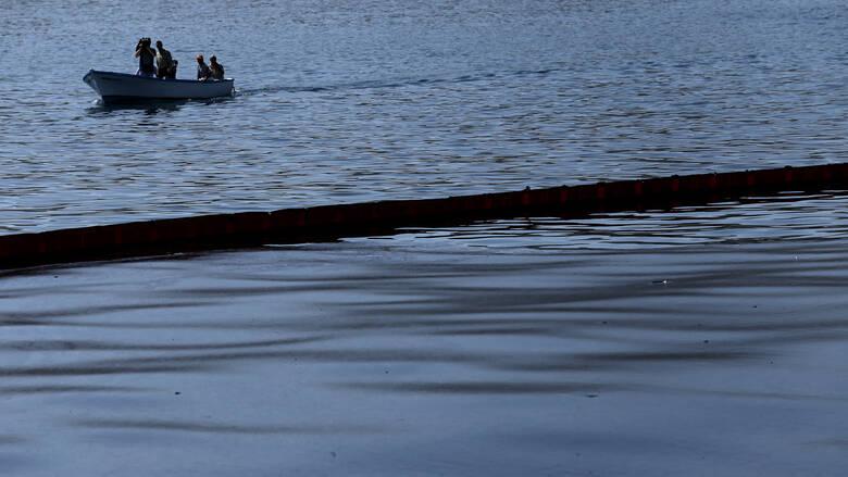 Ελευσίνα: Μικρής έκτασης θαλάσσια ρύπανση από πετρέλαιο προκάλεσε ρυμουλκό