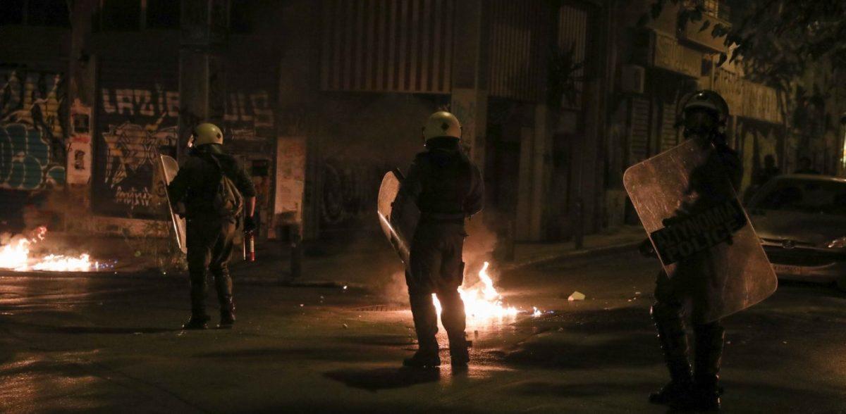 Εξάρχεια: Βίντεο των αντιεξουσιαστών από επιθέσεις σε ΜΑΤ