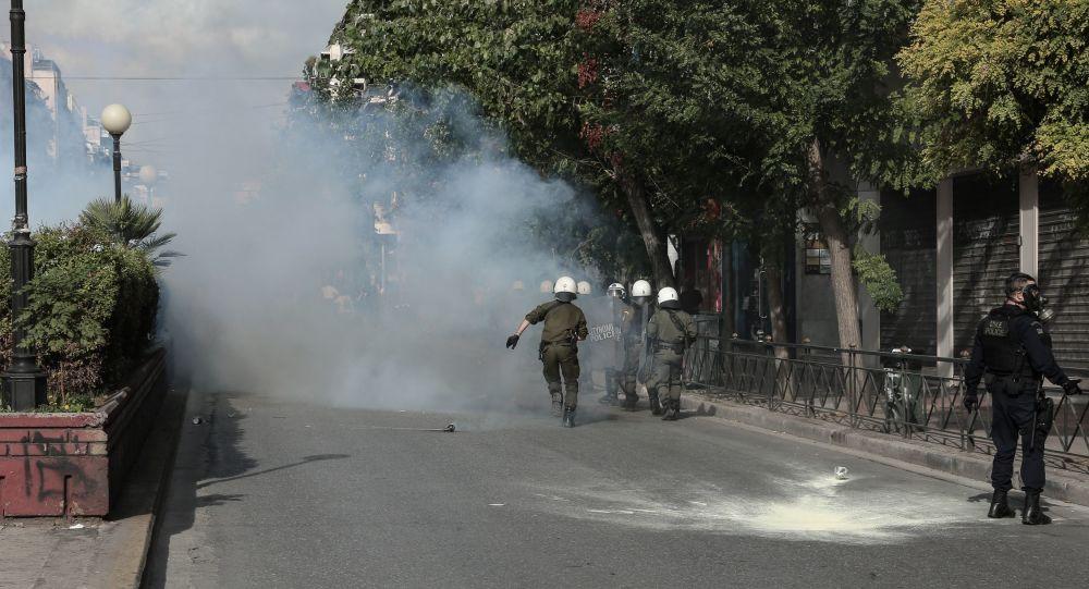Επεισόδια και χημικά στο Καβούρι - Συμπλοκές δυνάμεων των ΜΑΤ και φοιτητών